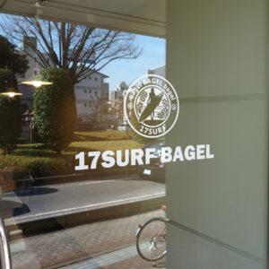 17SURF BAGEL様 入口ステッカー
